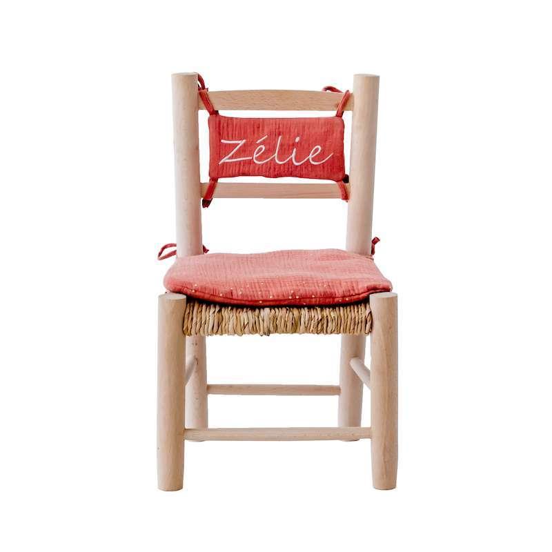 Chaise en paille enfant et coussin brique