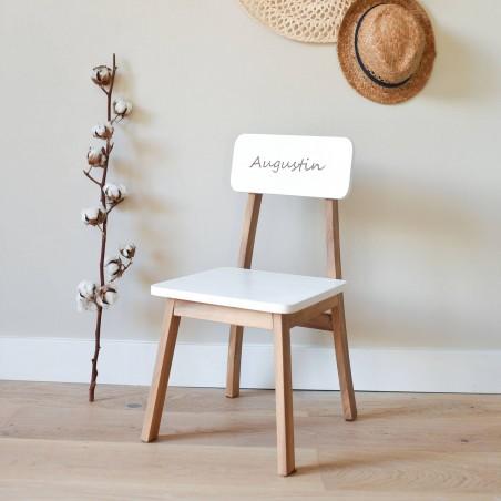 Chaise maternelle gravée