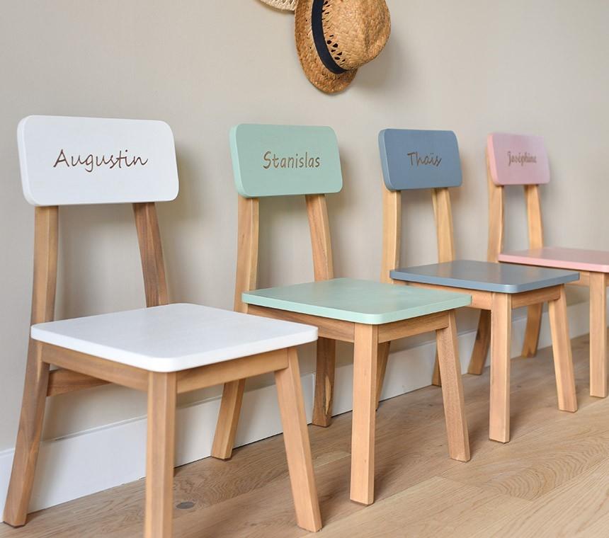 Chaises maternelles gravées en bois, personnalisation en ligne