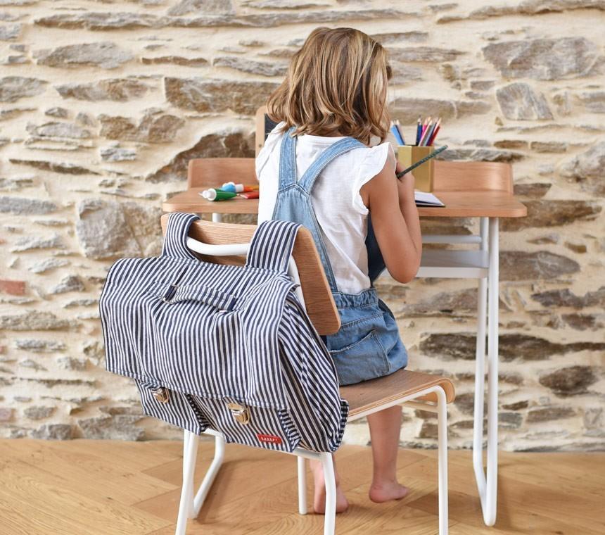 Tables pour enfants en bois ou rotin, pratiques et tendances