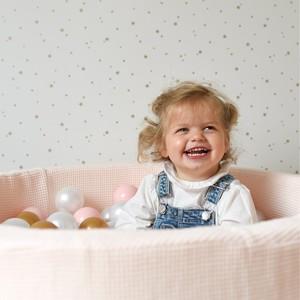 Aujourd'hui, on fête la journée mondiale du sourire ! Bonne humeur et joie de vivre au programme ! . . . . #sourire #enfant #piscineaballes #cadeauenfant