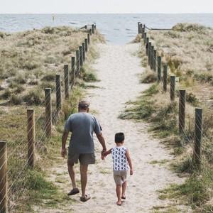 Papili, papi, papou, papito...peu importe le surnom que vous leur donnez, aujourd'hui c'est leur jour ! Alors joyeuse fête à tous les grands-pères 🥰 . . . . #bonnefetepapi #fetegrandpere #papi #love